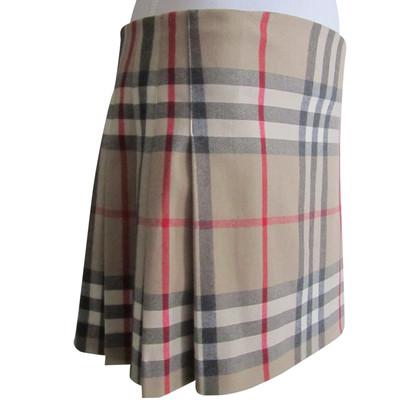 Burberry Nova Check woolen skirt.