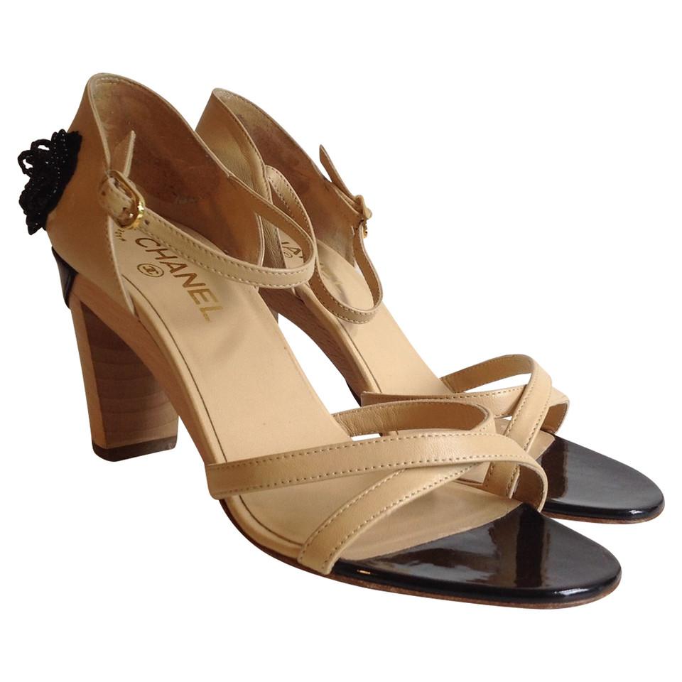 chanel sandaletten mit blumen applikation second hand chanel sandaletten mit blumen. Black Bedroom Furniture Sets. Home Design Ideas