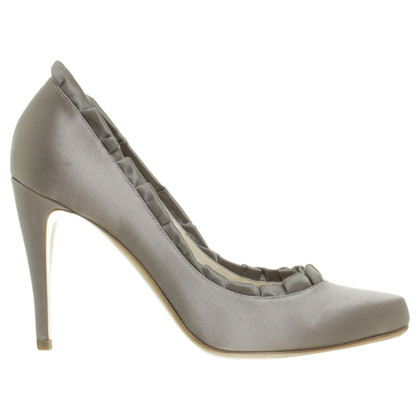Armani pumps in satijn look