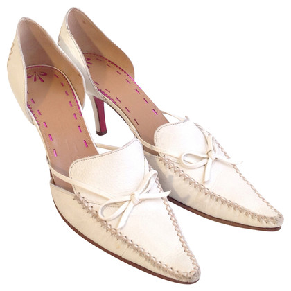 Emanuel Ungaro pumps in cream