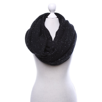 Skull Cashmere Loop scarf in black and white