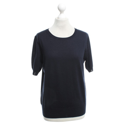 Closed Classic Top in Navy