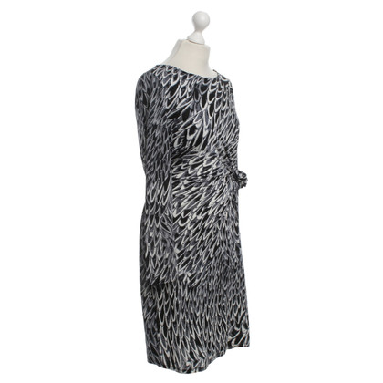 Marc Cain Gedessineerde jurk in grijstinten
