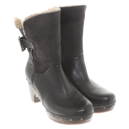 Ugg Boots with lambskin lining