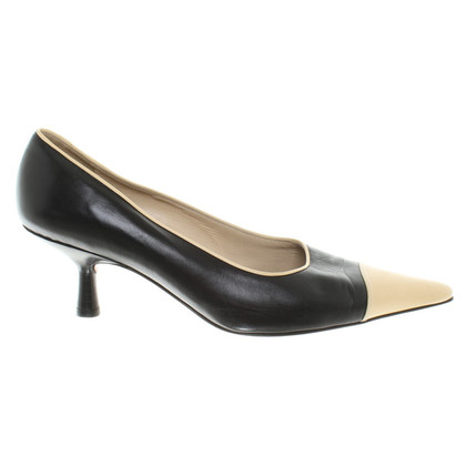 Chanel Pumps aus Leder in Schwarz