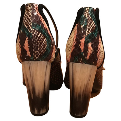Dries van Noten pumps met slangenprint