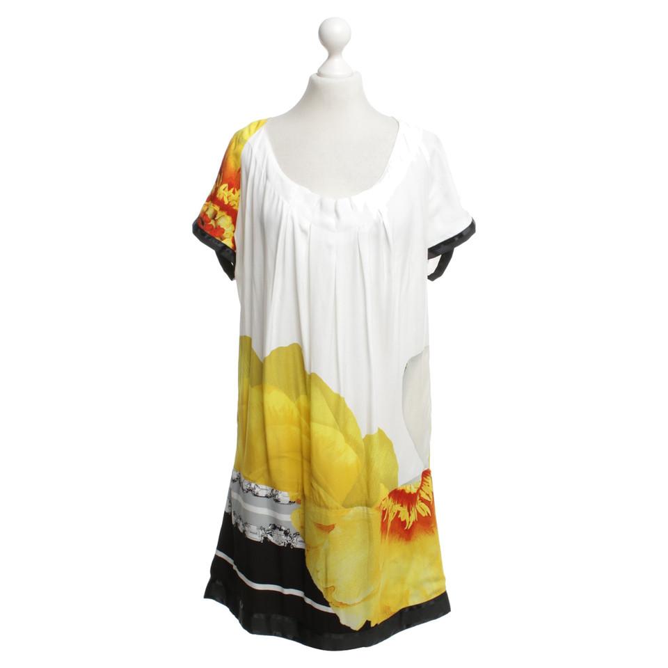 roberto cavalli kleid mit floralem print second hand roberto cavalli kleid mit floralem print. Black Bedroom Furniture Sets. Home Design Ideas