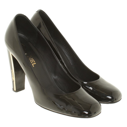 Chanel pumps in patent leather