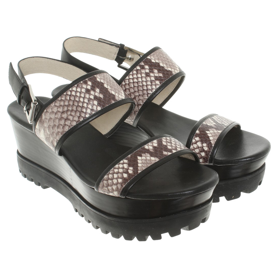 michael kors sandaletten in schlangenleder optik second hand michael kors sandaletten in. Black Bedroom Furniture Sets. Home Design Ideas