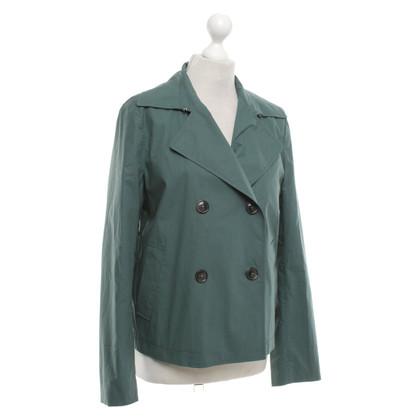 Closed Short jacket in green