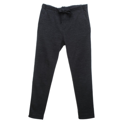 Closed trousers in grey