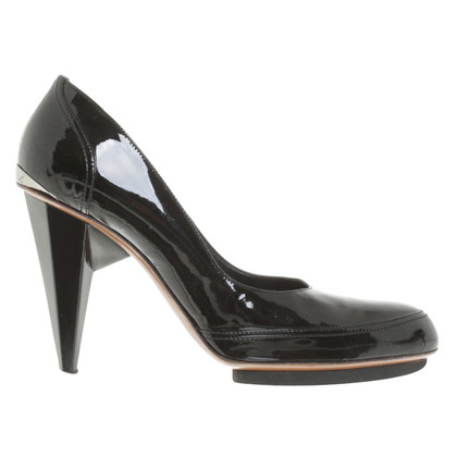 Lanvin pumps made of lacquered leather