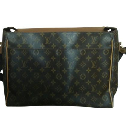 Louis Vuitton Shoulder bag made of Monogram Canvas
