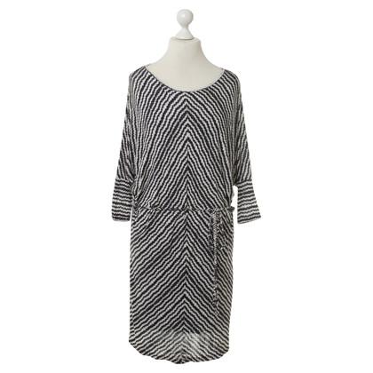 Velvet Kleid mit Musterprint