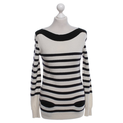 Joseph Cashmere sweater in cream / black