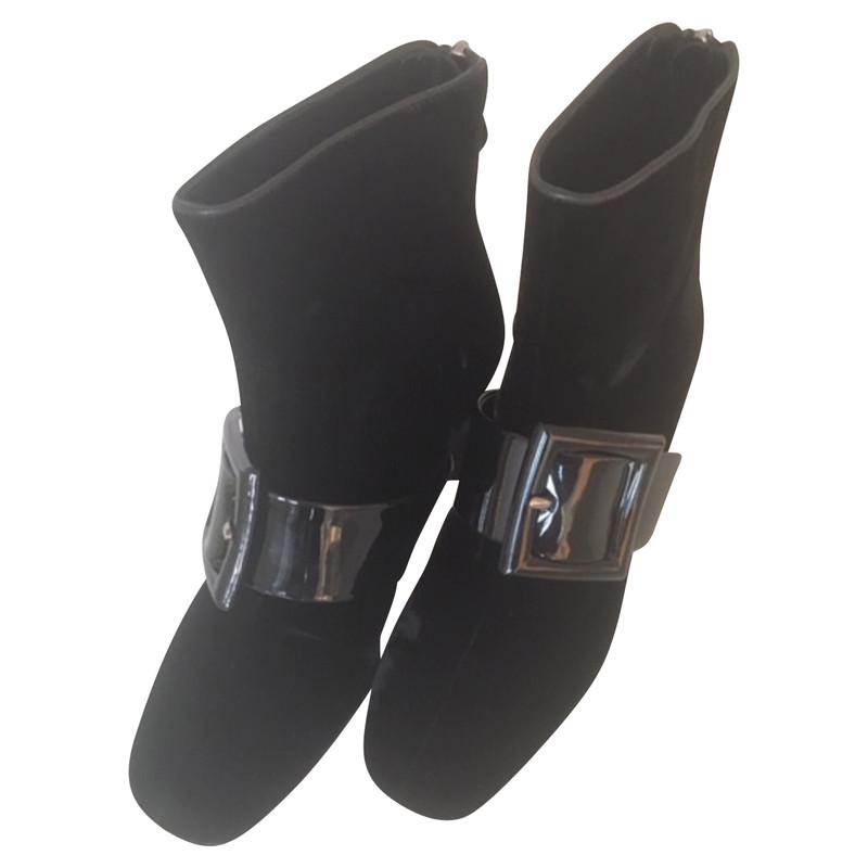 Miu Miu Stiefeletten aus Lackleder in Schwarz Second Hand