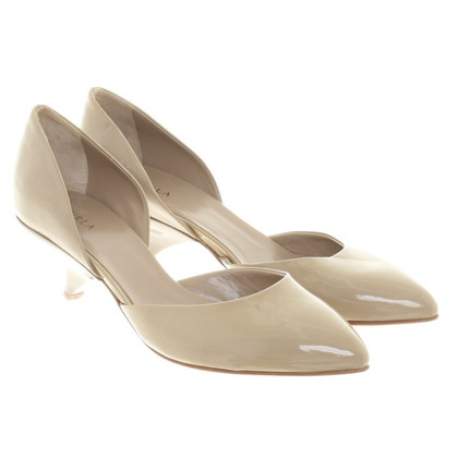 Furla Lacquer leatherpumps in beige