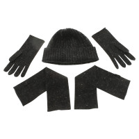 Windsor Set includes hat, gloves and arm warmers