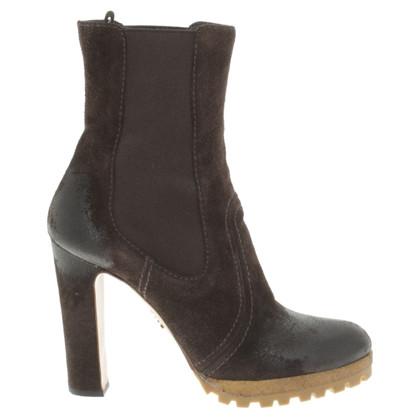 Prada Stivali in pelle di colore marrone scuro