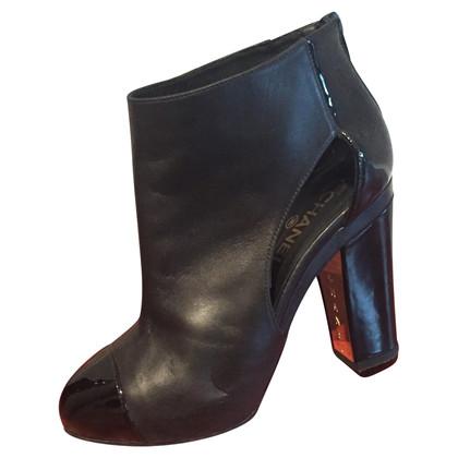 Chanel Stivali con ritagli