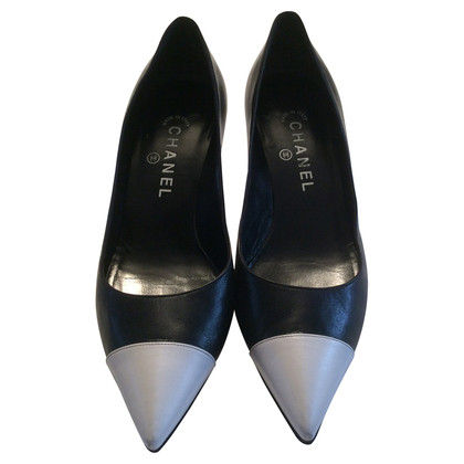 Chanel Pumps in Schwarz/Weiß