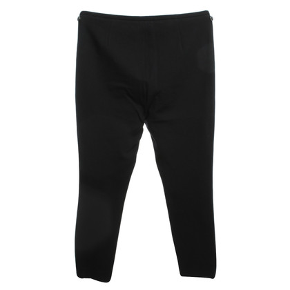 Closed trousers in black