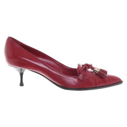 Yves Saint Laurent pumps made of leather