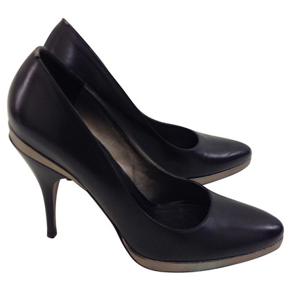 Hugo Boss pumps met bronzen details