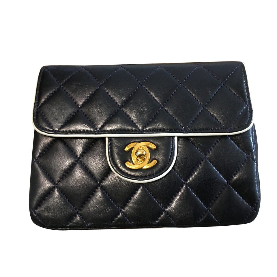 chanel classic flap bag buy second hand chanel classic flap bag for 2. Black Bedroom Furniture Sets. Home Design Ideas