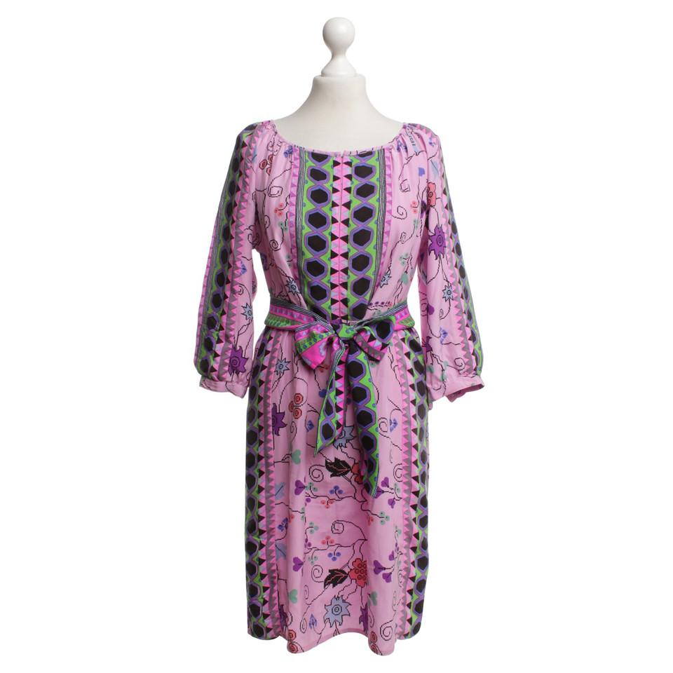 antik batik kleid mit blumenmuster second hand antik batik kleid mit blumenmuster gebraucht. Black Bedroom Furniture Sets. Home Design Ideas