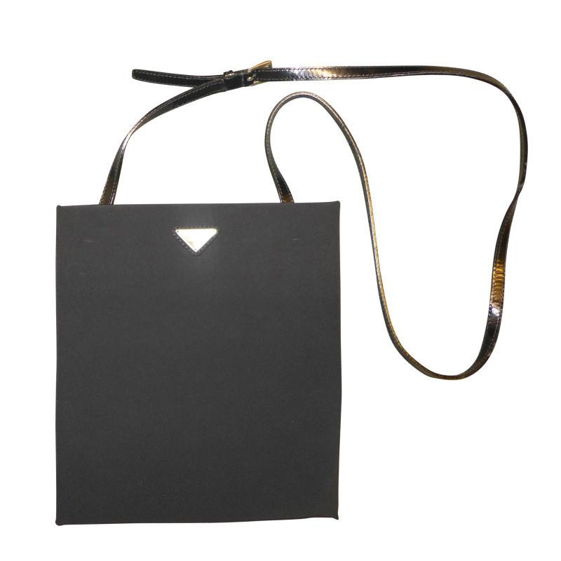 prada kleine flache schwarze tasche aus nylon und leder. Black Bedroom Furniture Sets. Home Design Ideas