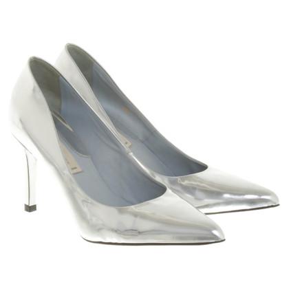 Schumacher Silver-colored patent leather pumps
