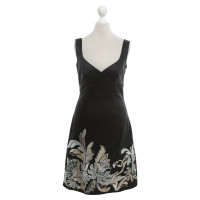 Karen Millen Kleid in Schwarz mit Stickerei