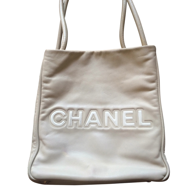 chanel kamelie tasche second hand chanel kamelie tasche gebraucht kaufen f r 205742. Black Bedroom Furniture Sets. Home Design Ideas