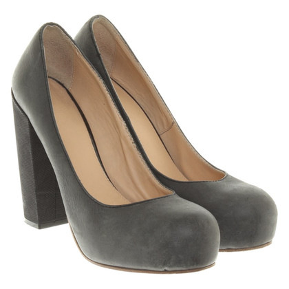 Acne Plateau-Pumps in Grau