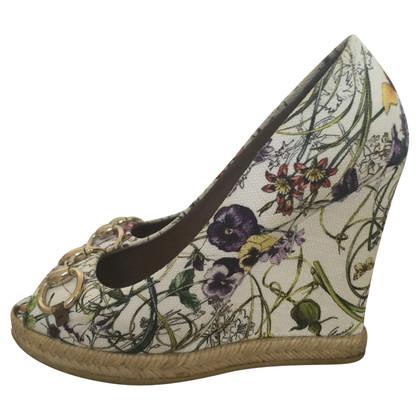 Gucci Peeptoe-Wedges mit Blumenmuster