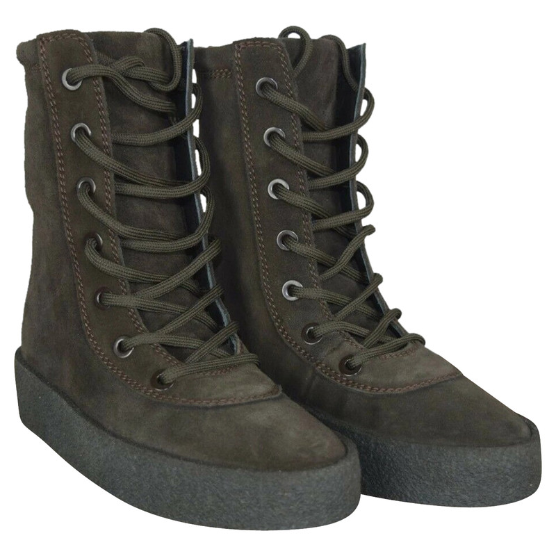 Yeezy Boots Suede in Black - Second