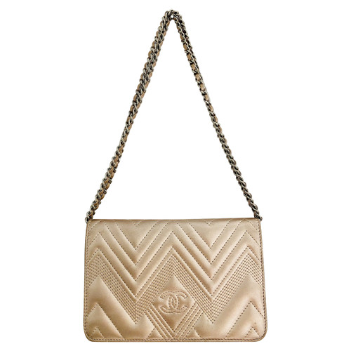 19ecb122fd52 Chanel Clutch Bag Leather in Gold - Second Hand Chanel Clutch Bag ...