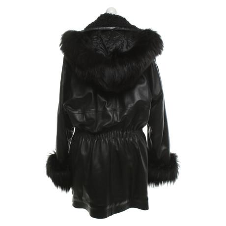 mit aus Versace Mantel Leder mit Leder Gianni Gianni Mantel Pelzbesatz Schwarz Schwarz aus Pelzbesatz Versace Gianni wOggqTx