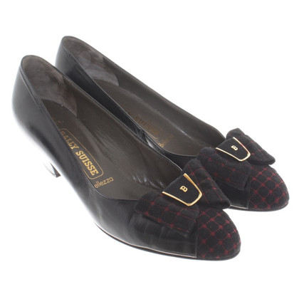 Bally pumps with decorative bow