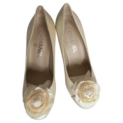 Chanel pumps with floral application