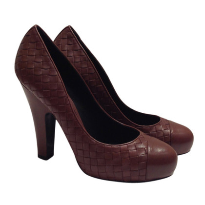 Bottega Veneta pumps marrone con motivo Entrelac