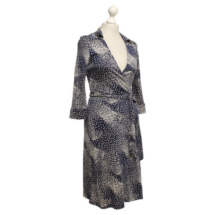 Diane von Furstenberg Wrap dress in dark blue with graphic pattern