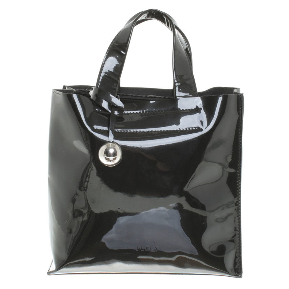 furla lackleder handtasche in schwarz second hand furla. Black Bedroom Furniture Sets. Home Design Ideas