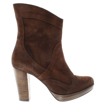 Closed Dark brown suede ankle boots