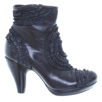 Chie Mihara Leather ankle boot with ruffles