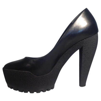 Burberry Leder Plateau-Pumps in Schwarz