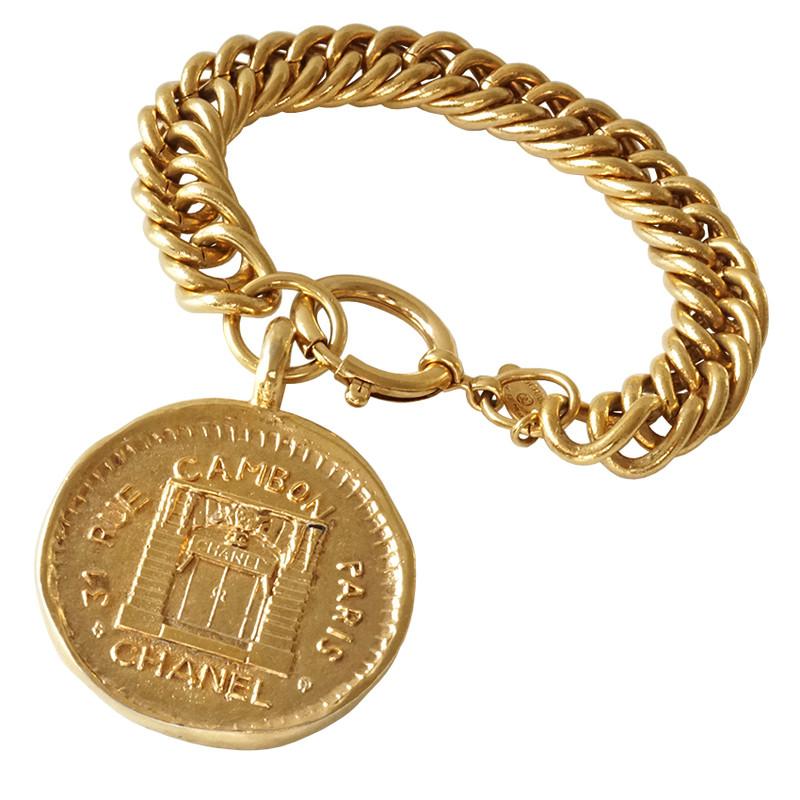 Ketten armband  Chanel Ketten-Armband Rue Cambon Paris Anhänger - Second Hand ...