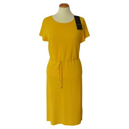 Escada abito in maglia gialla con cintura