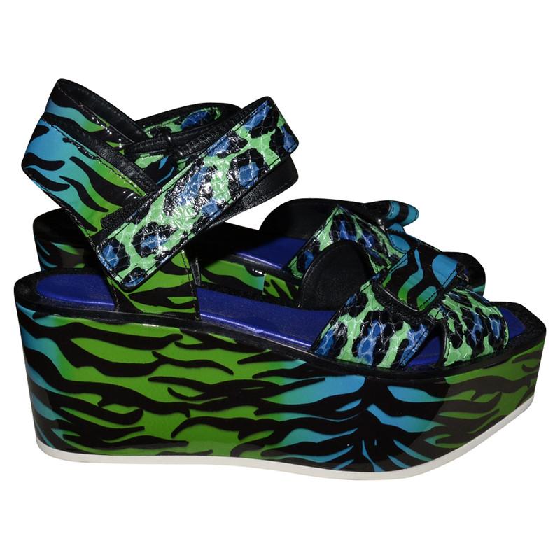 kenzo sandaletten mit keilabsatz second hand kenzo. Black Bedroom Furniture Sets. Home Design Ideas
